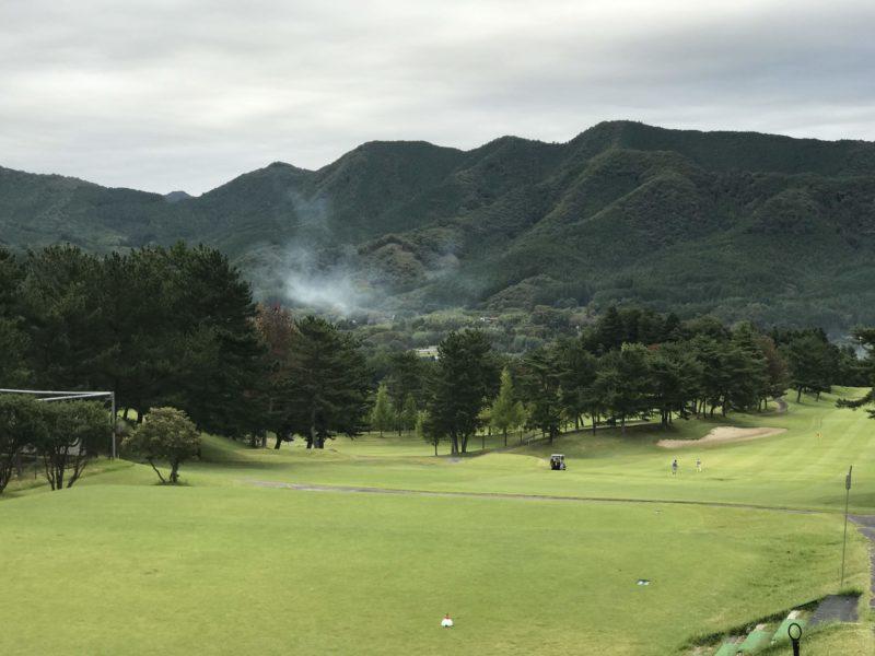 ゴルフ場の広いフェアウェイ